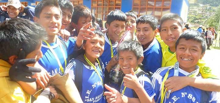 estudiantes-colegio-san-agustin-pampas-pallasca