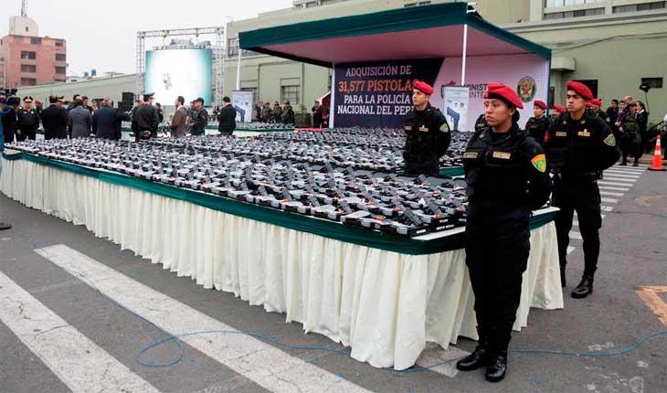 Ministerio del interior entreg 10 mil nuevas pistolas a for Ministerio de interior policia nacional